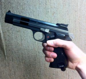 Le P210 que j'ai essayé à mon stand de tir